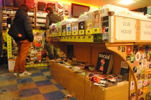 La boutique fait également la promotion d'événements et de lieux de la techno sur la capitale.