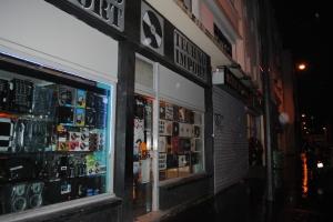 La boutique se trouve au 16, rue des Taillandiers, près de Bastille.
