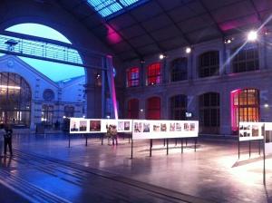 L'exposition se disperse dans les divers espaces du Centquatre.