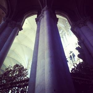 La cathédrale fait 42,5 mètres de hauteur. Même si elle en paraît 70.