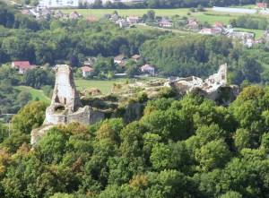Le château de Montfaucon, appartenant à l'ancien comté de Bourgogne.