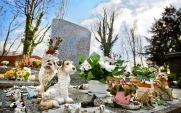 Cimetière des chiens de Asnières-sur-Seine (France) : Pour pas s'aventurer trop loin (autrement dit pour les petits joueurs), Asnières possède en ses terres un lieu peu commun, un cimetière entièrement dédié aux animaux. Le parc et ses édifices sont classés aux monuments historiques, pour son intérêt «à la fois pittoresque, artistique, historique et légendaire». On peut trouver des sépultures pour des chiens, des chats (même errants), des singes ou encore des lions... Pour les petits froussards, la promenade vaut donc le détour. À condition de bien regarder derrière soi. Crédits photo : animaux-chiens-chats-46 (Blogger)