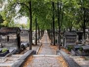 Cimetière du Père Lachaise à Paris (France) : C'est l'endroit lugubre le plus hype de la capitale parisienne, mais surtout the place to be pour Halloween. Se faire peur entre amis en côtoyant les personnalités les plus notables de ces derniers siècles, ça n'a pas de prix. D'autant plus qu'avec ses 43 hectares de superficie, le cache-cache sera de rigueur. Parfait si vous désirez entendre quelqu'un chantonnant au loin, dans la brume. Ce sera Jim Morrison. Crédits photo : Denise Sarazin (Flickr)