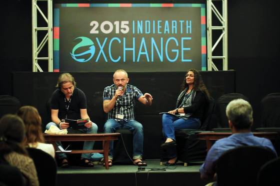 Conférence d'ouverture d'XChange, sur les marchés internationaux de la musique. De gauche à droite : Vitor Belho, programmateur du Womex (World Music Expo), Romuald Requena, programmateur du IOMMA (Indian Ocean Music Market) et Sonya Mazumdar, programmateur d'XChange. Crédits : Earthsync