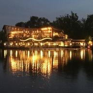 Robinson, restaurant près des thermes Széchenyi